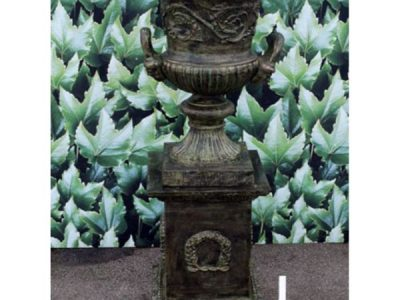 Urn and base old verdi